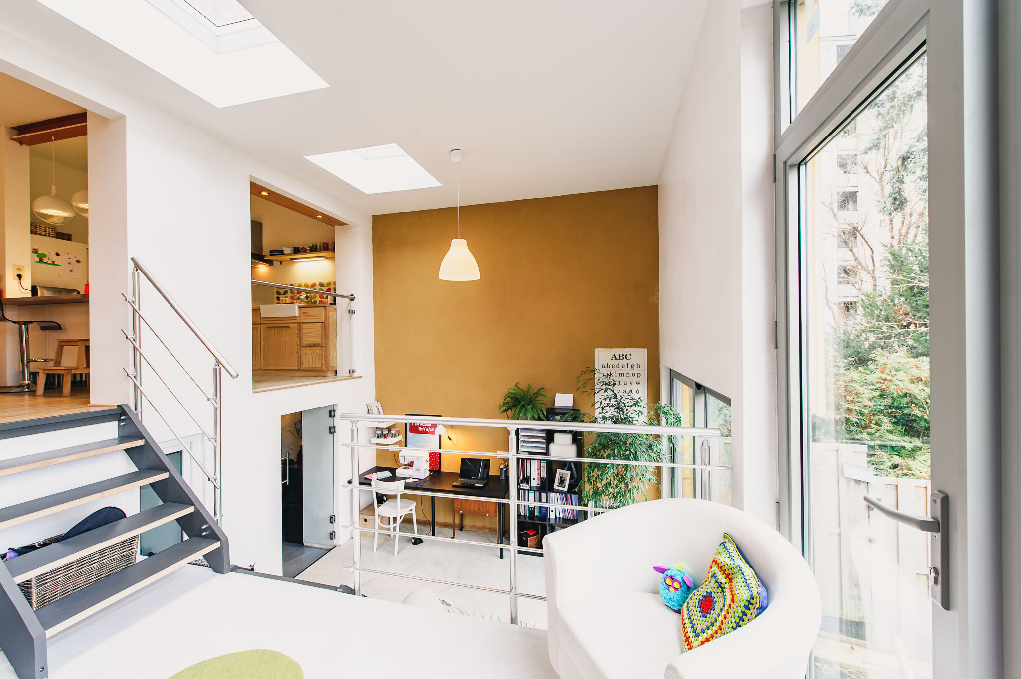 Giga-Architectures-Transformation-structure-demi-niveaux-rénovation-urbaine-enduit-argile