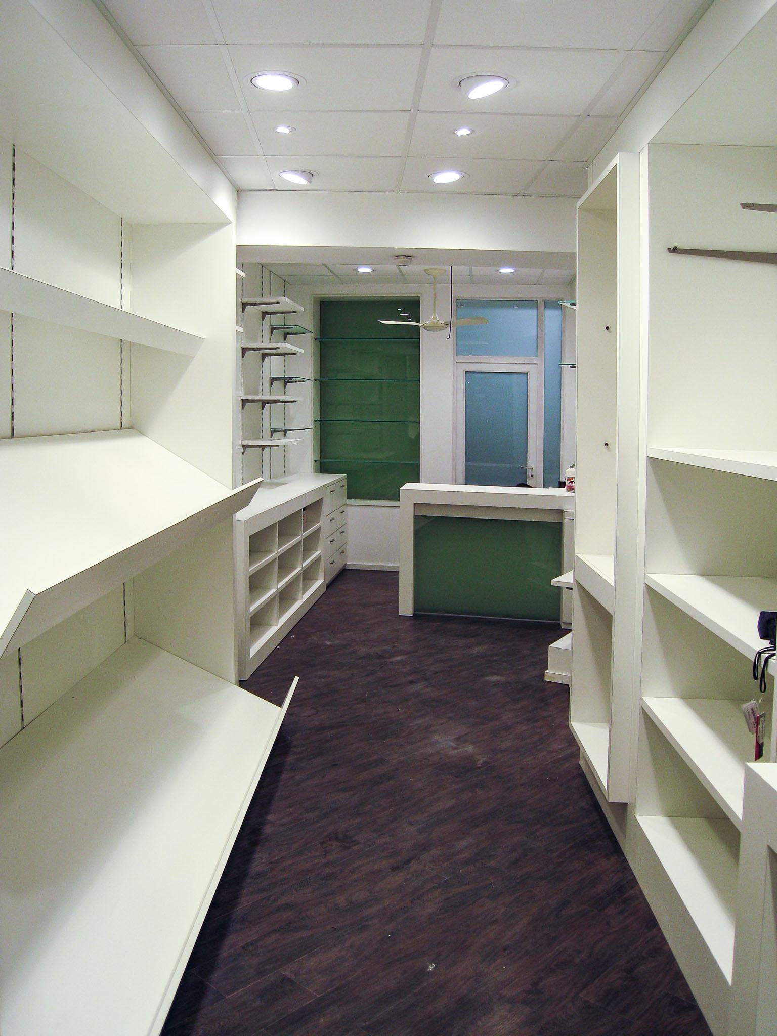 Giga-architectures-intérieur-mobilier-sur-mesure-magasin-maroquinerie