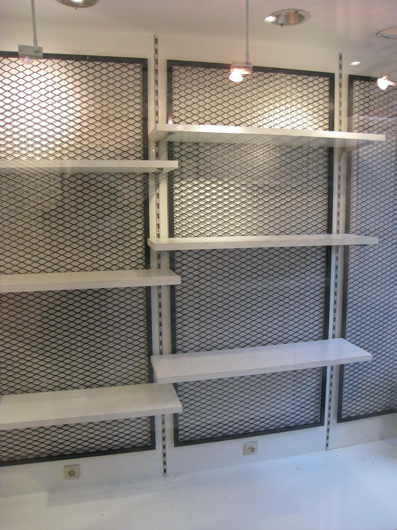 Giga-architectures-intérieur-mobilier-sur-mesure-MDF-acier-déployé